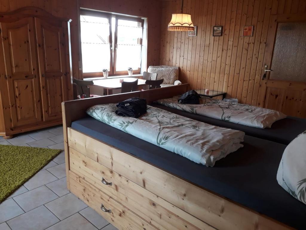Ein Bett oder Betten in einem Zimmer der Unterkunft Haus Murrquelle