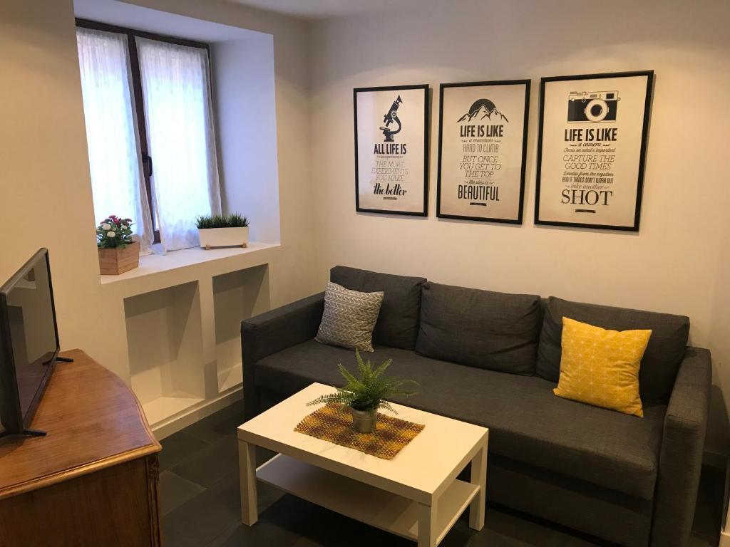 A seating area at Apartment Luzan