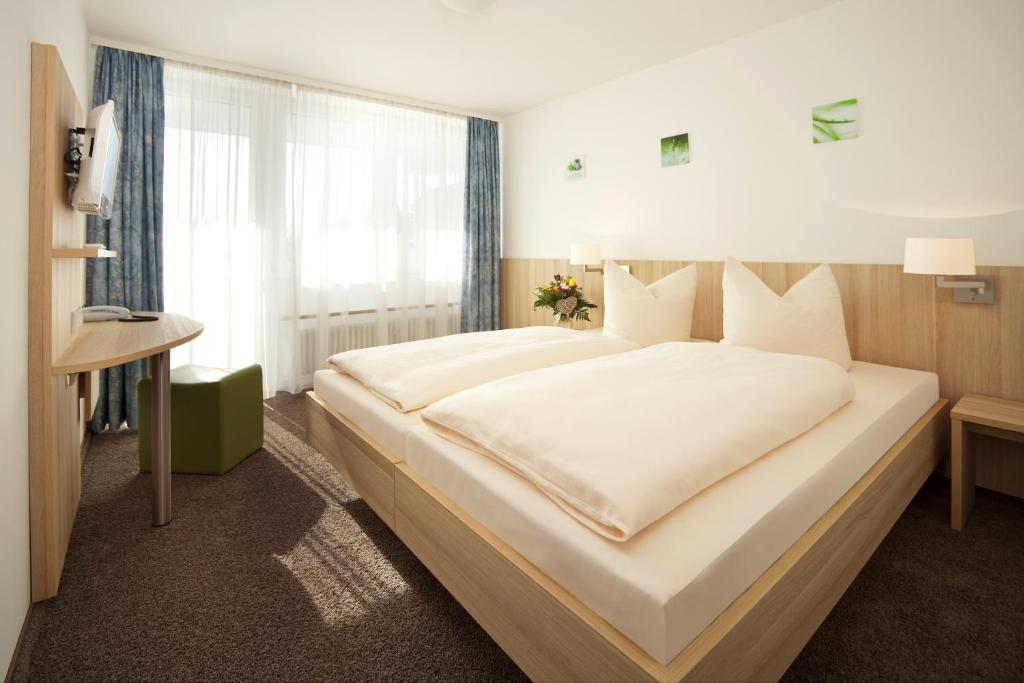 A bed or beds in a room at Gasthof Lerner