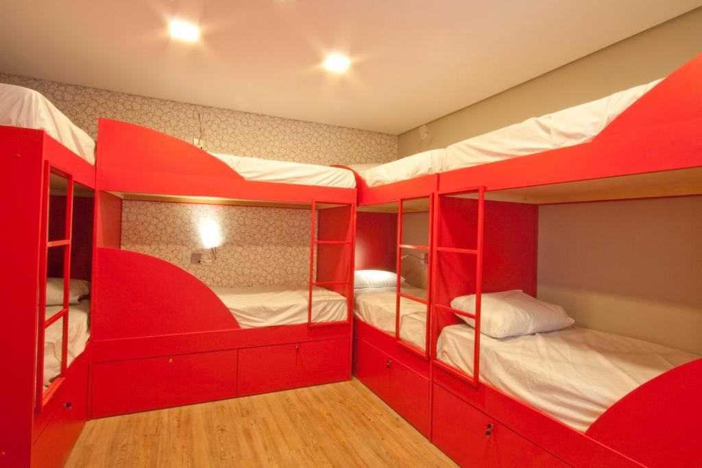 A bunk bed or bunk beds in a room at Bee W