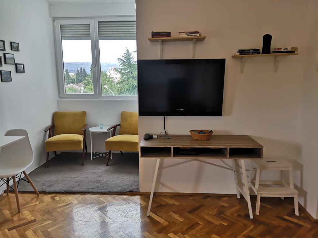 Télévision ou salle de divertissement dans l'établissement Clock Tower Apartments