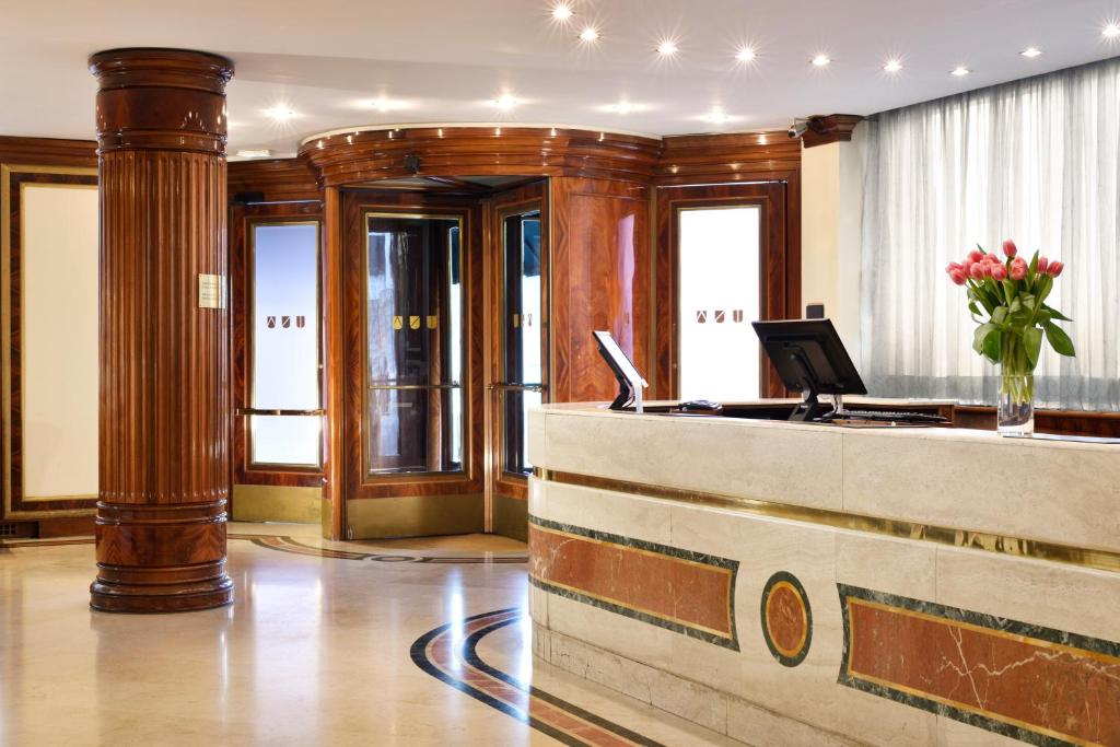 The lobby or reception area at UNAHOTELS Scandinavia Milano