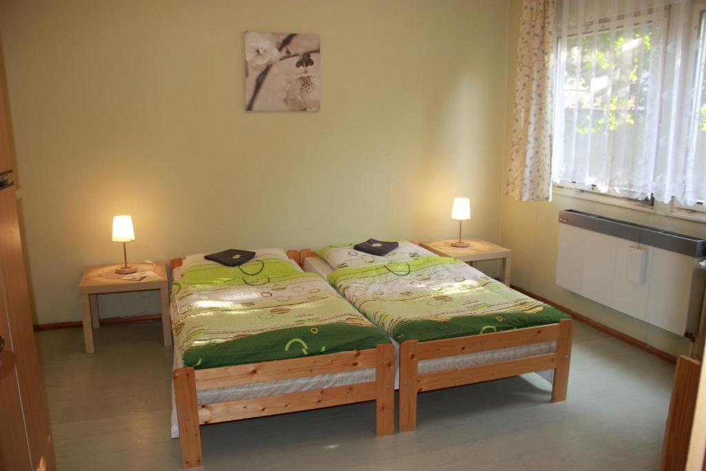 Een bed of bedden in een kamer bij Hostel U Sv. Štěpána