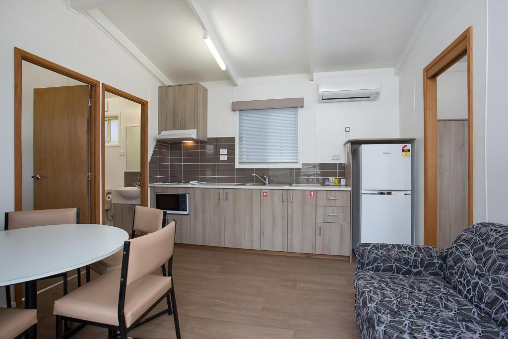 A kitchen or kitchenette at Warrnambool Motel and Holiday Park