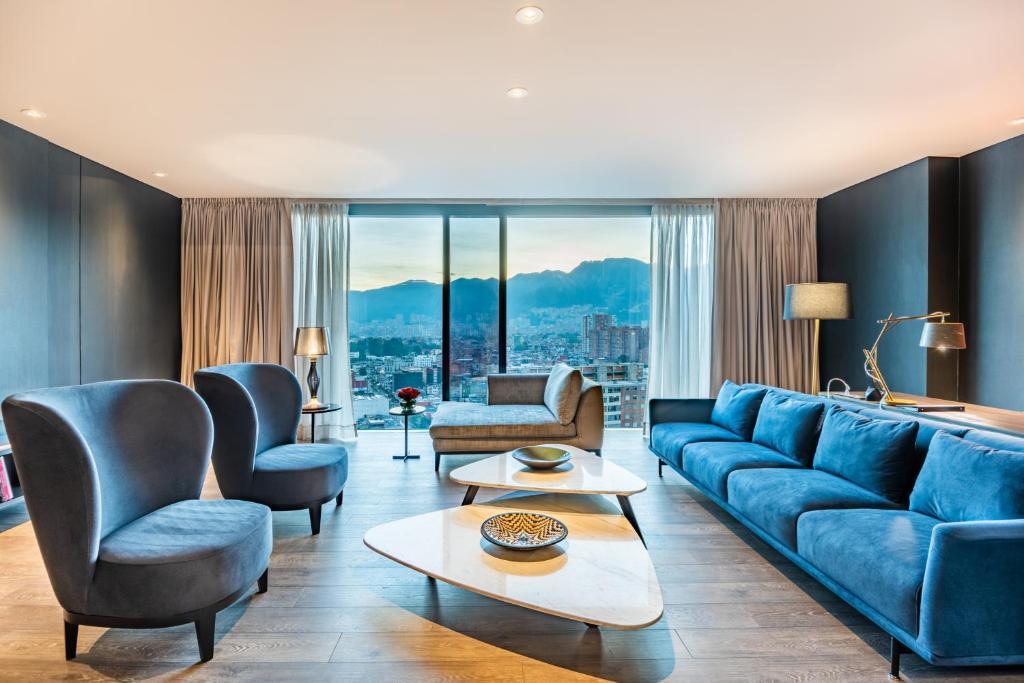Uma área de estar em Hilton Bogota Corferias
