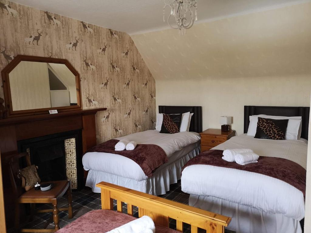 A bed or beds in a room at Livet House
