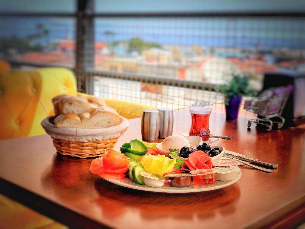 Завтрак для гостей Melody Hotel