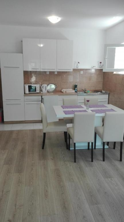 Apartment In Brodarica With Balcony Air Condition Wifi Washing