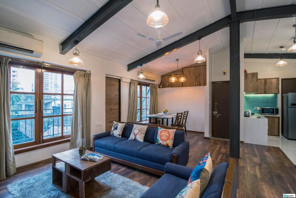 A seating area at Higuests Vacation Home - Colaba