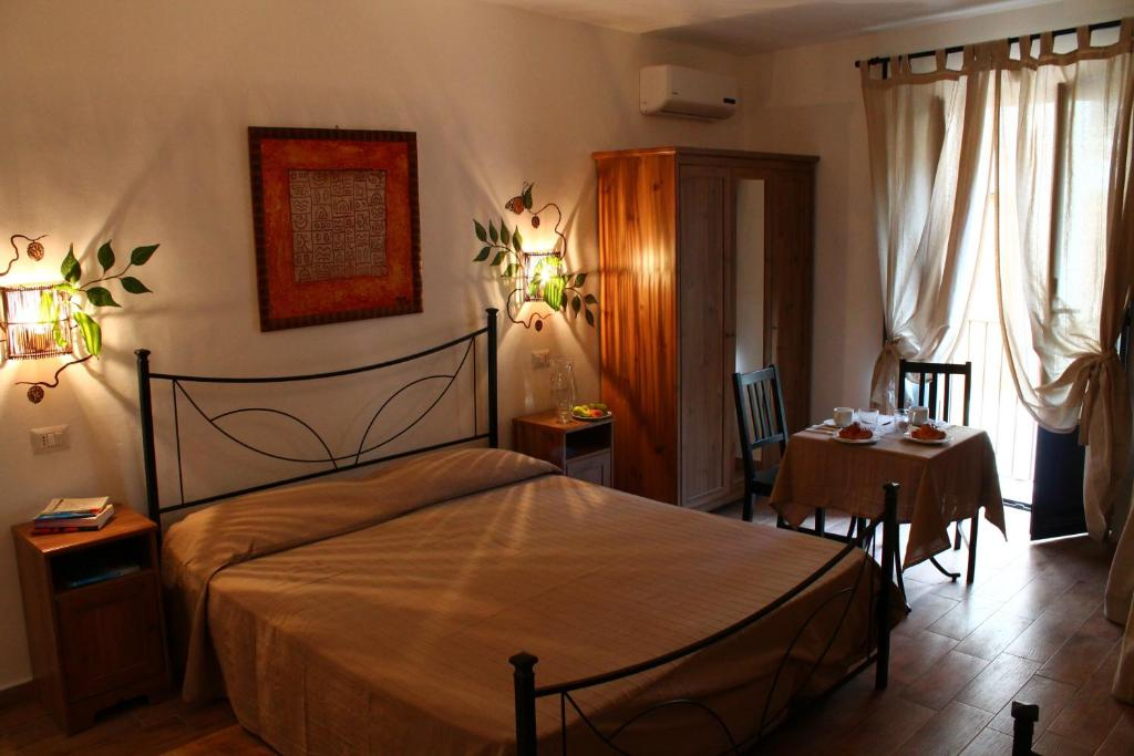 A bed or beds in a room at Le Dimore