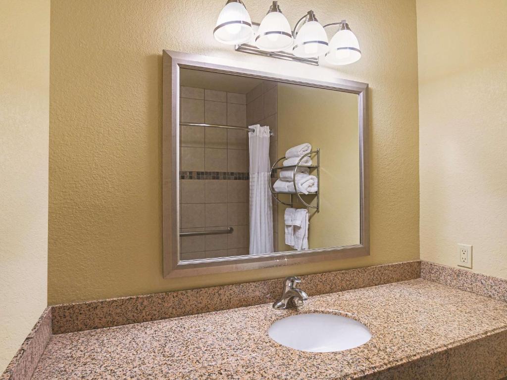La Quinta Inn & Suites Forest Hill/ Fort Worth