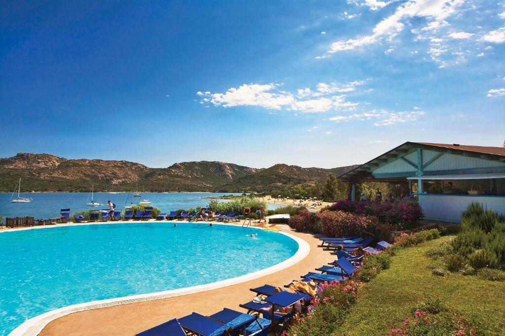 Het zwembad bij of vlak bij Park Hotel & Spa Cala Di Lepre