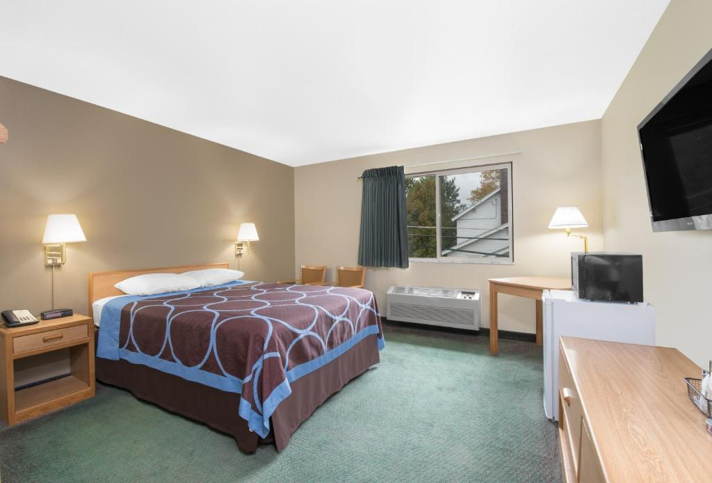 A bed or beds in a room at Comfort Plus