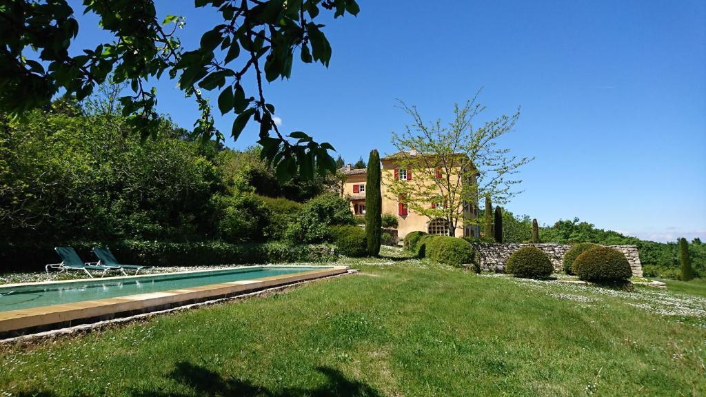 A garden outside B&B La Bastide Desmagnans
