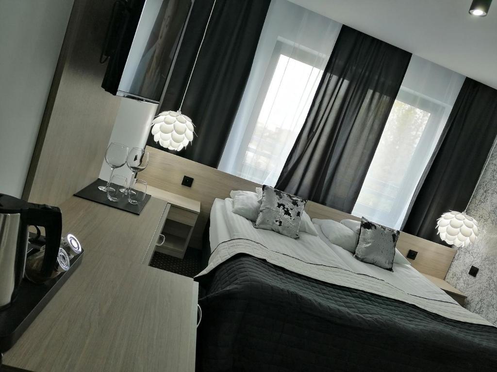 Łóżko lub łóżka w pokoju w obiekcie Pensjonat Sandomierski