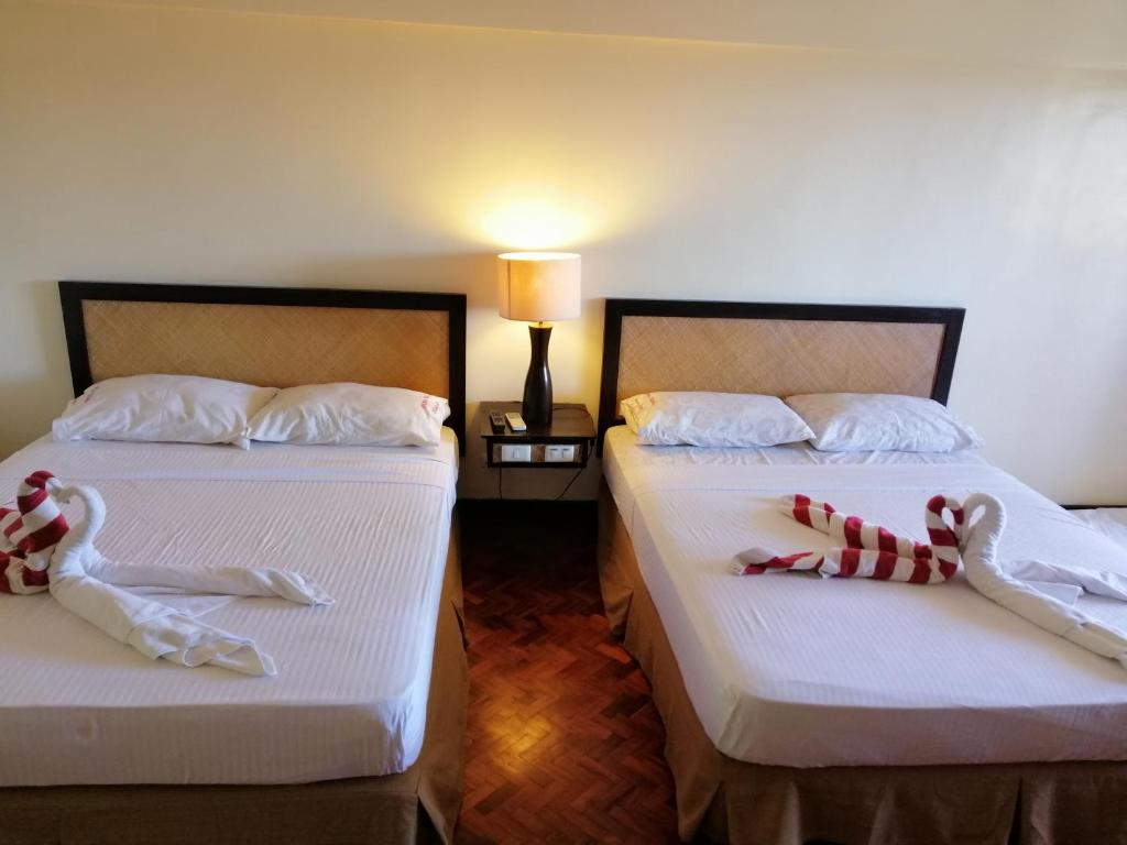 A bed or beds in a room at Kiera 208 Alta Vista Boracay