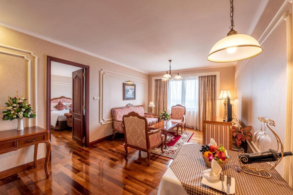 Suite Luxury Có Giường Cỡ King - Gói Doanh Nhân (Miễn Phí Đón/Trả Tại Sân Bay)
