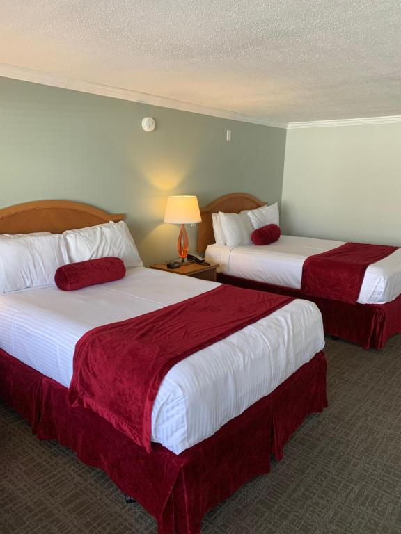 A bed or beds in a room at Town N Country Family Resort