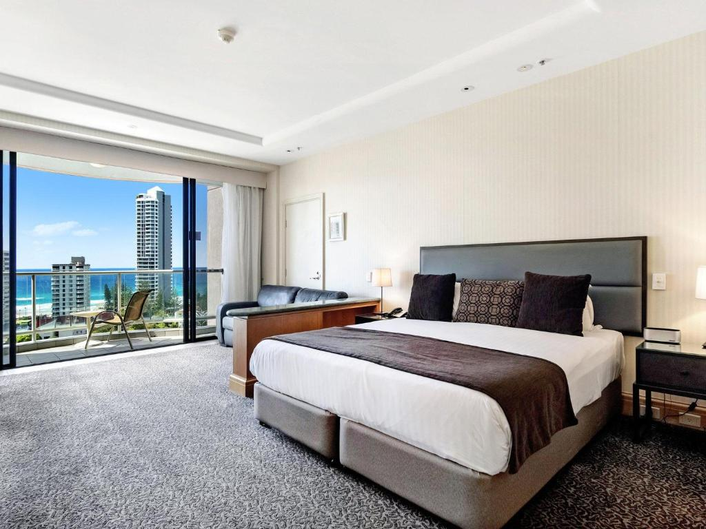 A bed or beds in a room at Gold Tower 2 Bed in Crowne Surfers Paradise