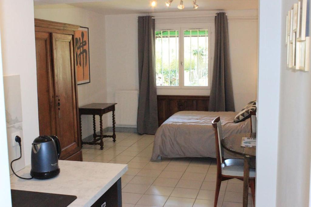 Apartment Studio Rez de jardin Meaux-Disney, France ...