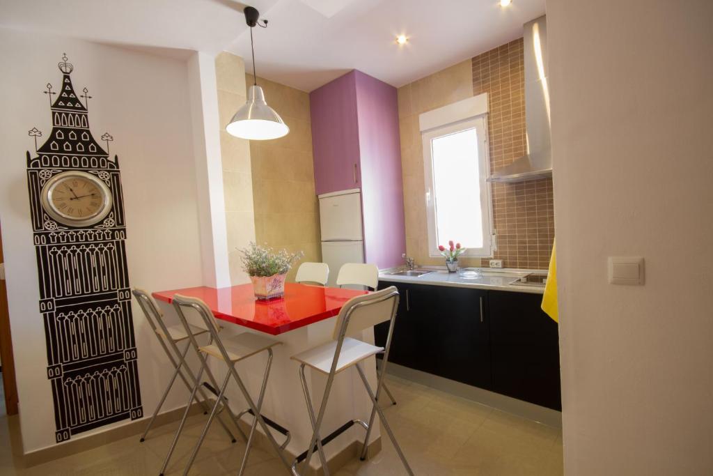 Una cocina o zona de cocina en Apartamentos El Templo Suites