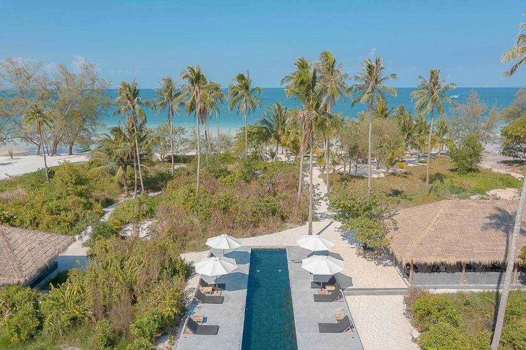Vista de la piscina de Tamu Koh Rong o alrededores