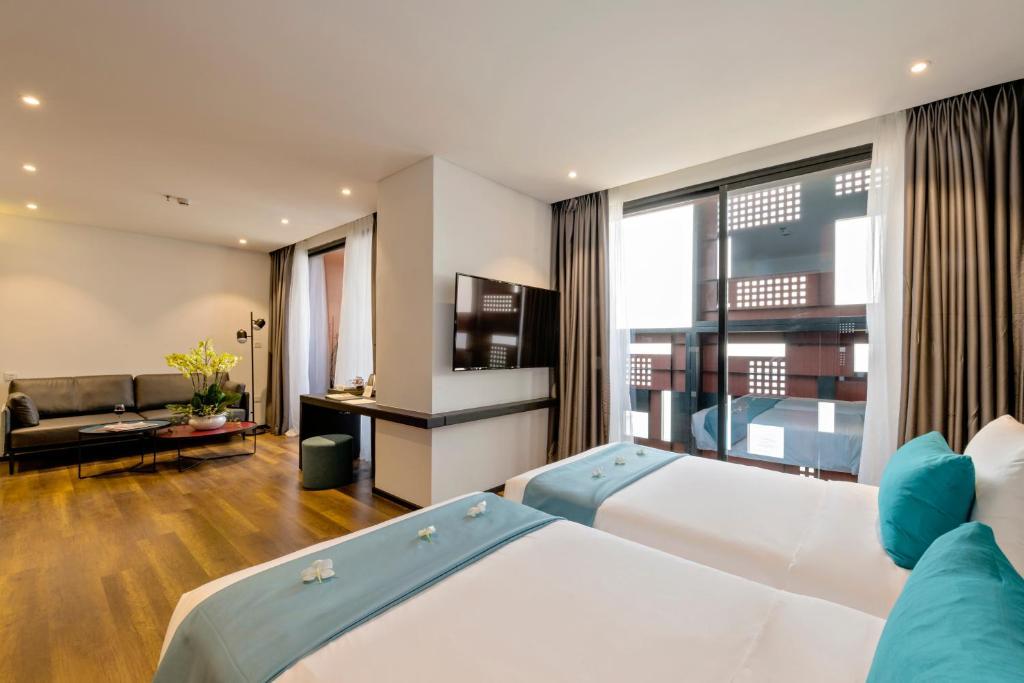 Room #459618030