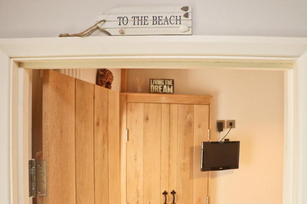هتل TOWN CENTRE contemporary cottage