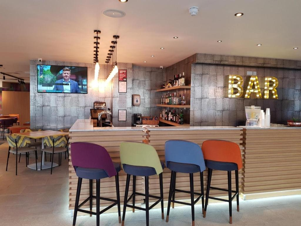 Lounge oder Bar in der Unterkunft Best Western Plus London Wembley Hotel