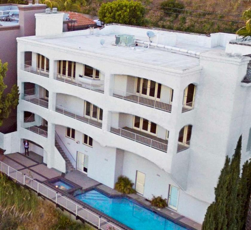 A view of the pool at Rooms in Hollywood Hills Mansion w/ Gorgeous Views or nearby