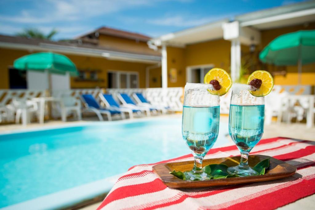 A piscina localizada em Recanto Soga Chalés ou nos arredores