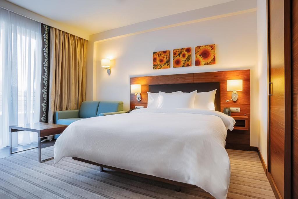 Кровать или кровати в номере Hilton Garden Inn Krasnodar