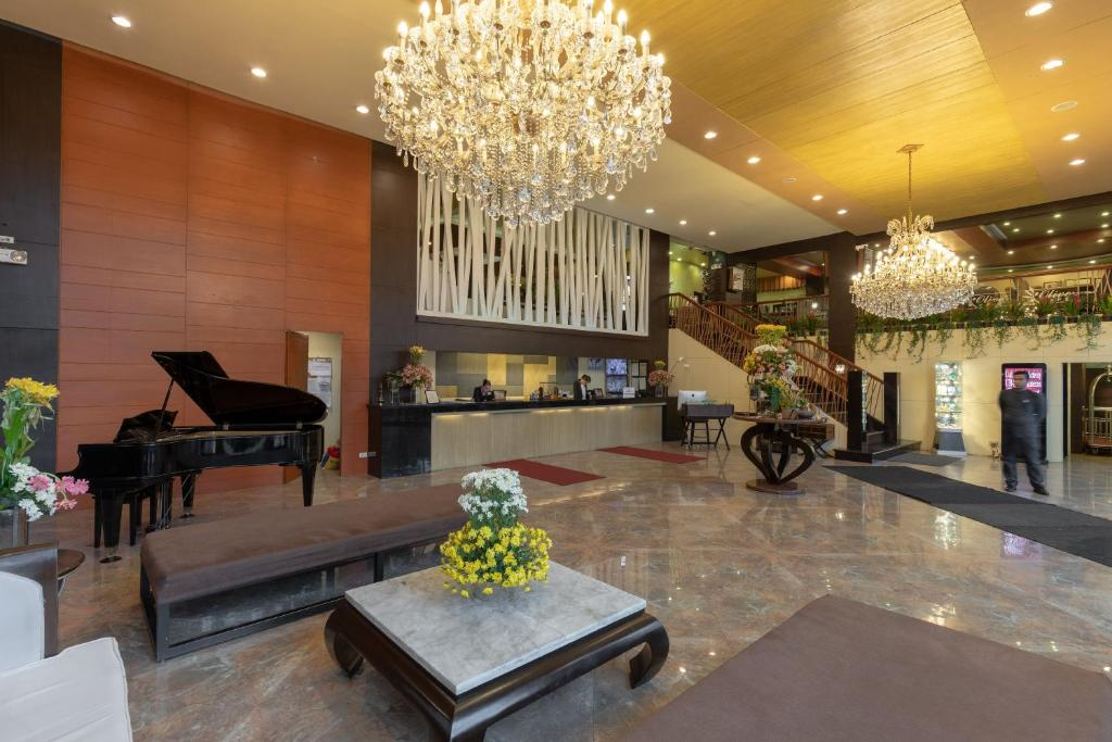 The lobby or reception area at ZEN Rooms Venus Parkview Baguio