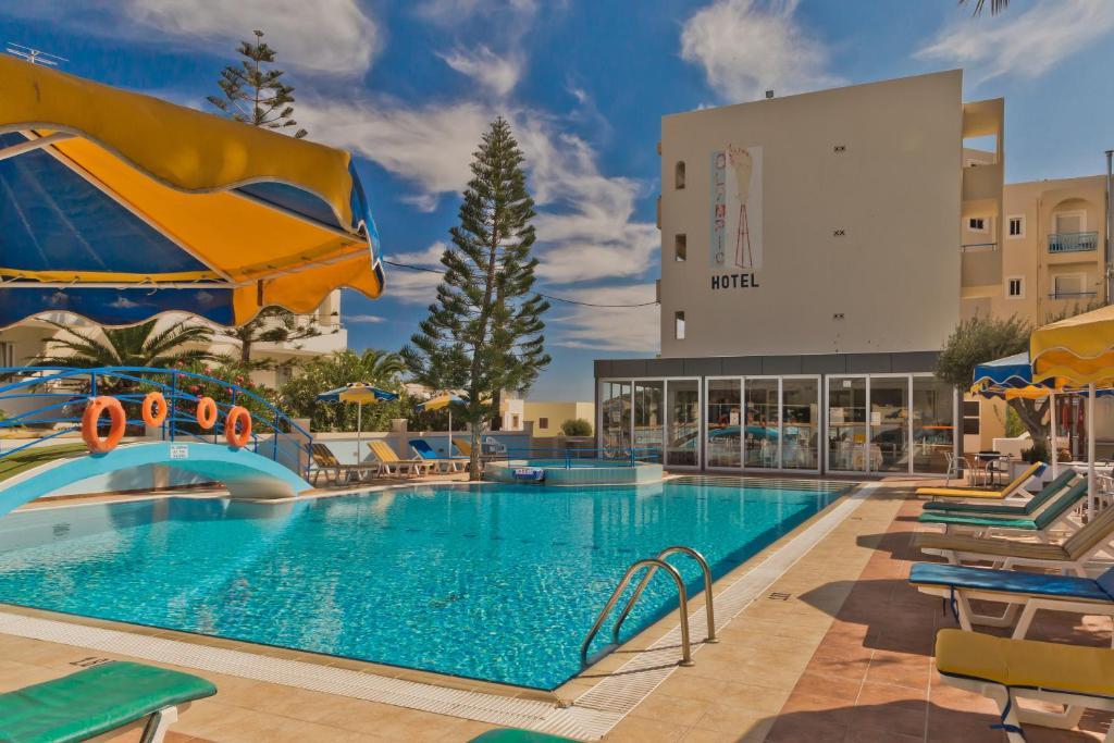 Het zwembad bij of vlak bij Olympic Hotel