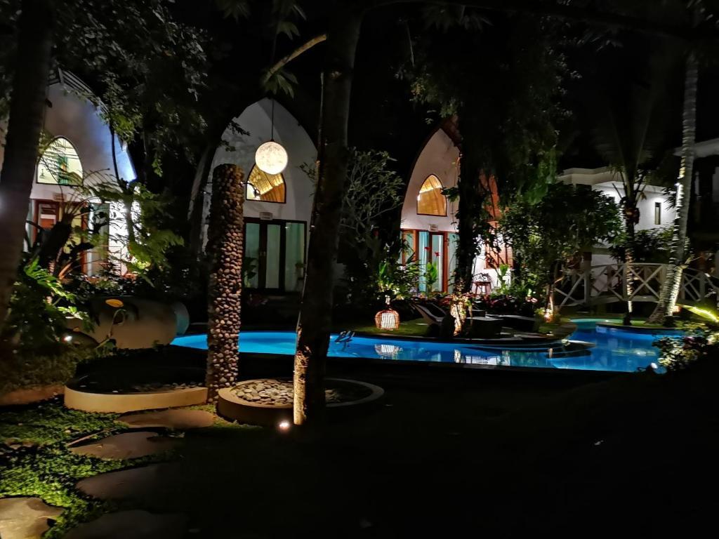 The swimming pool at or close to Green Bird Villa