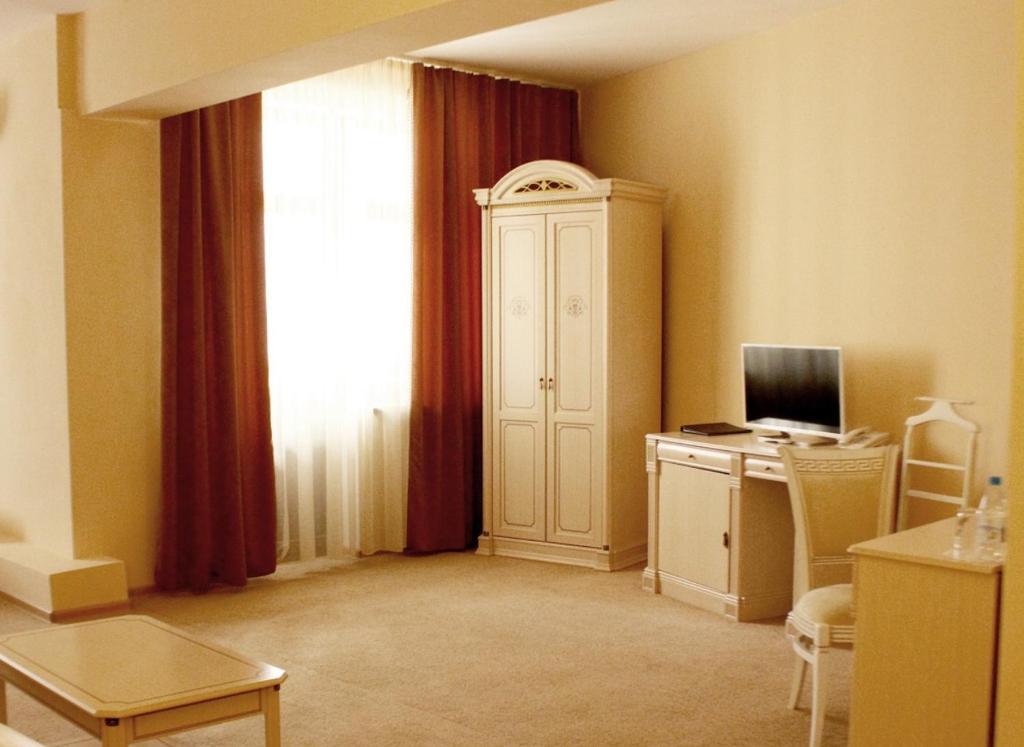 Телевизор и/или развлекательный центр в Версаль Отель