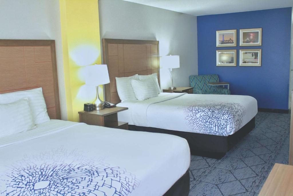 La Quinta Inn & Suites NE Long Beach / Cypress