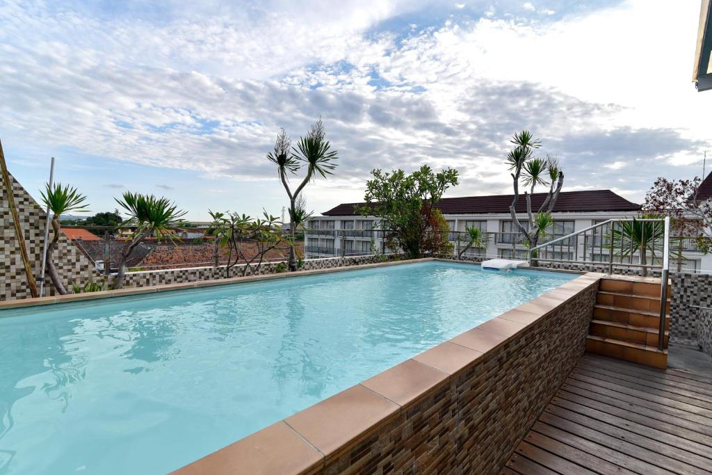 The swimming pool at or near RedDoorz Plus near Discovery Shopping Mall Bali