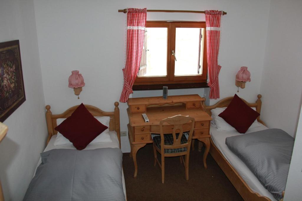 Ein Bett oder Betten in einem Zimmer der Unterkunft Berggasthof Willy Merkl Haus