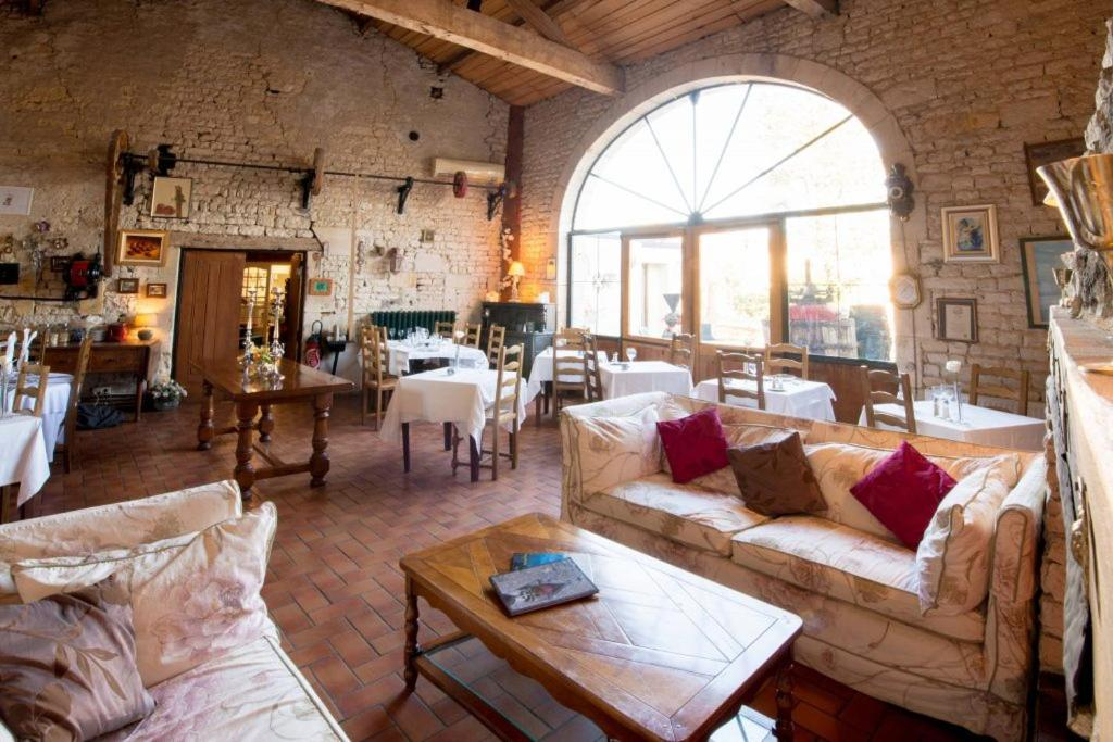 Restaurant ou autre lieu de restauration dans l'établissement Hotel Karina