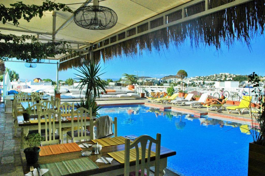 Бассейн в Sky Nova Hotel & Suites - All Inclusive или поблизости