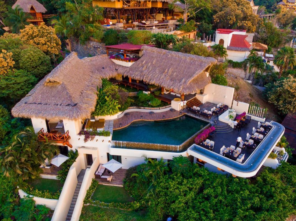 Tentaciones Hotel & Lounge Pool (México Zihuatanejo ...