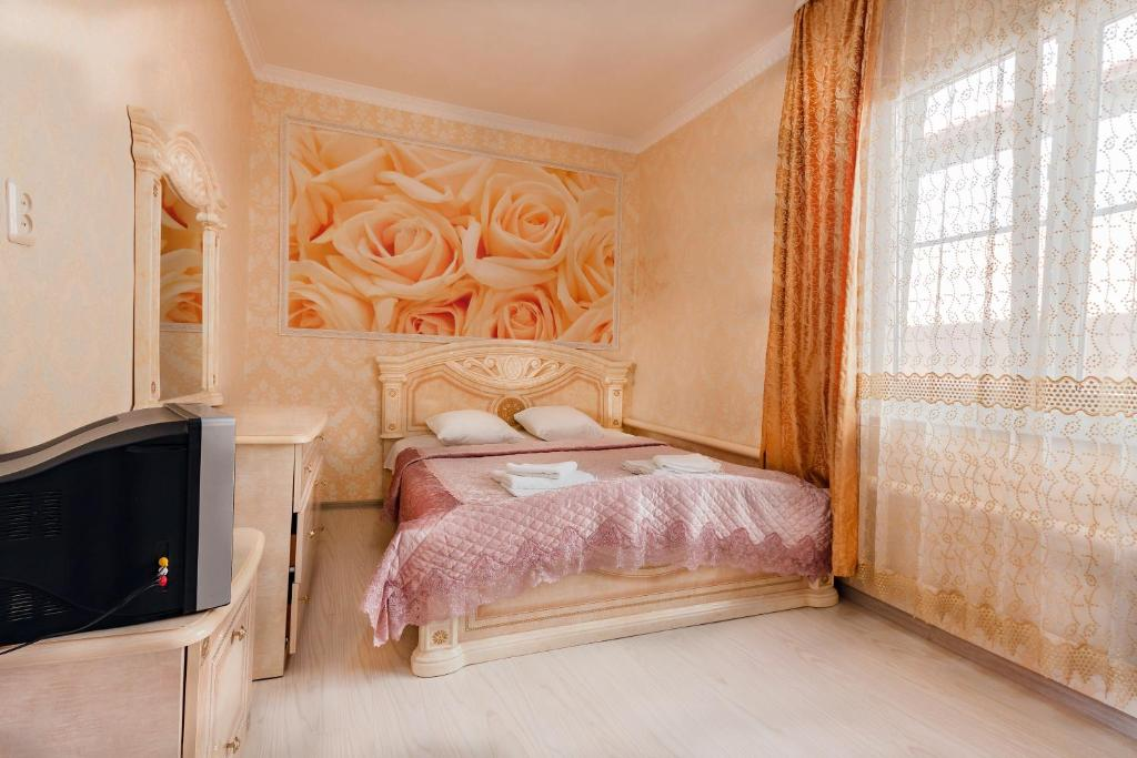 A bed or beds in a room at Aelita Guest House