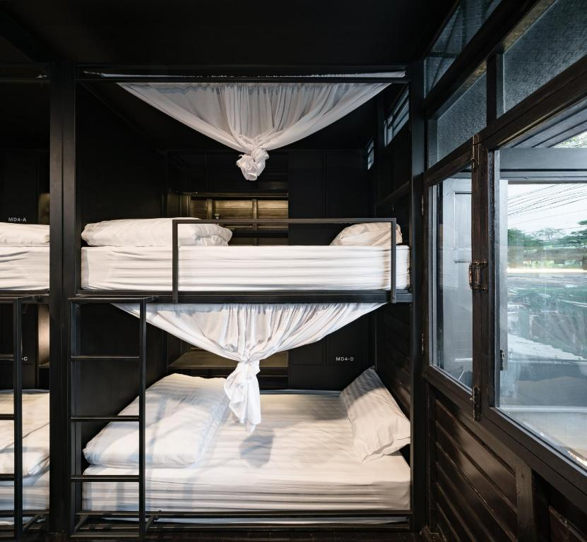 A bunk bed or bunk beds in a room at Kloem Hostel