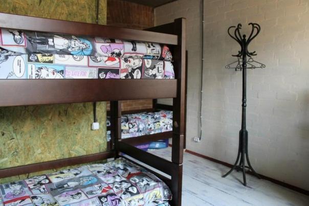 Двухъярусная кровать или двухъярусные кровати в номере Hostel v Dnepropetrovske Grunge