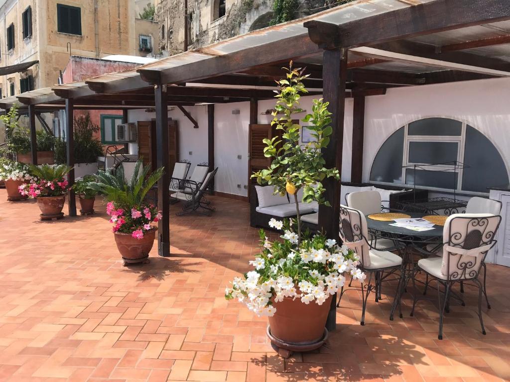 Reštaurácia alebo iné gastronomické zariadenie v ubytovaní Suite Antimo Original