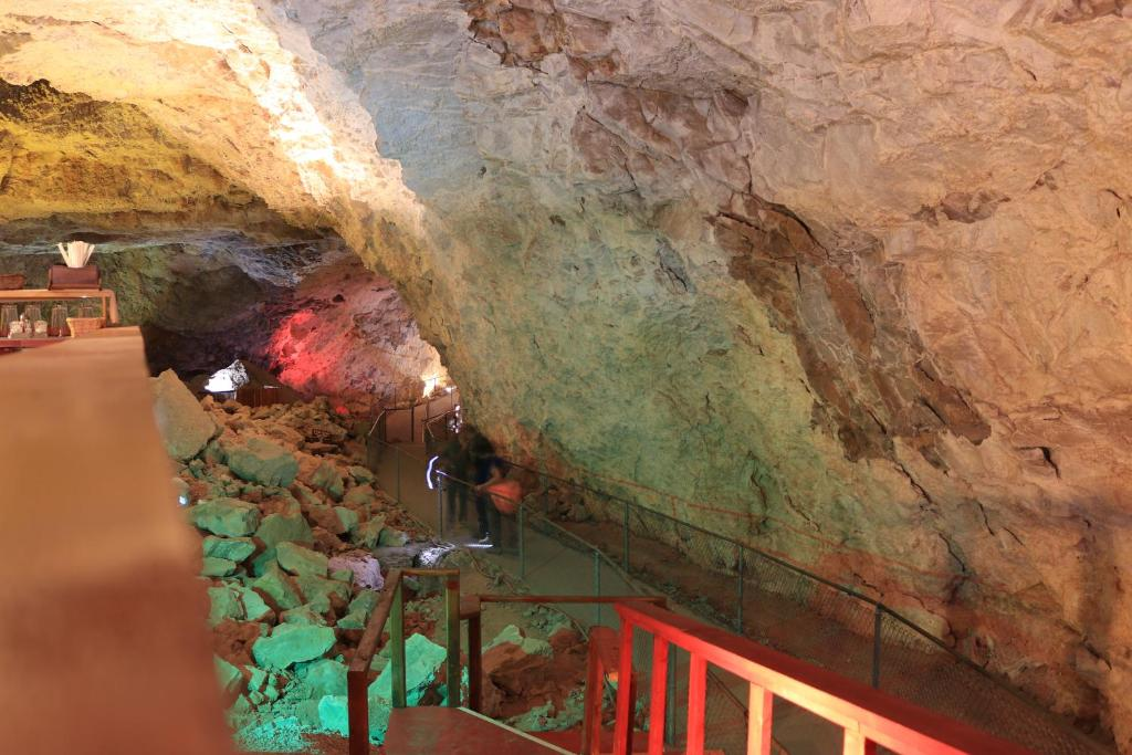 Grand Canyon Caverns Inn