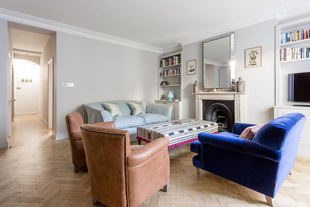 A seating area at Leinster Square III by onefinestay