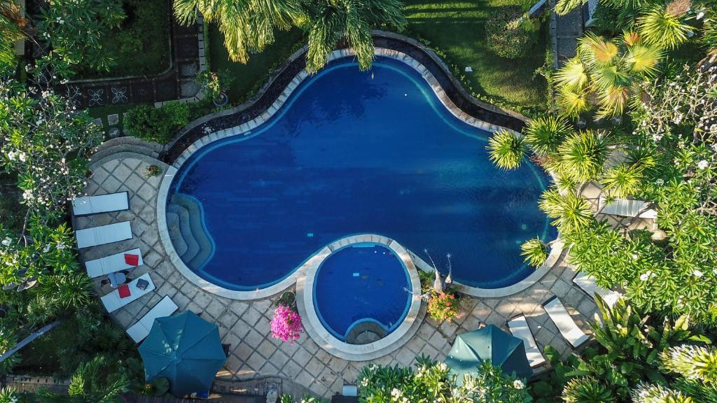 A view of the pool at Hotel Suma or nearby