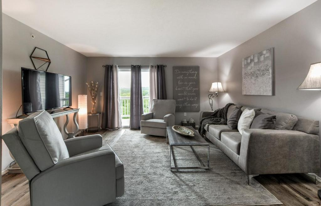Apartment Gathering Grounds – Remodeled W/Elegant Style and ...